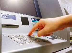 บัตรกดเงินสดใช้กดเงินสดที่ไหนได้บ้าง คิดค่าธรรมเนียมและค่าใช้จ่ายอย่างไร