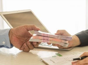 เงินกู้สินเชื่อเงินสดแบบไม่มีหลักทรัพย์ค้ำประกัน VS แบบมีหลักทรัพย์ค้ำประกัน